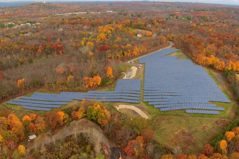 مزرعة أندرهيل كوميونيتي للطاقة الشمسية في كليرواي بنيويورك