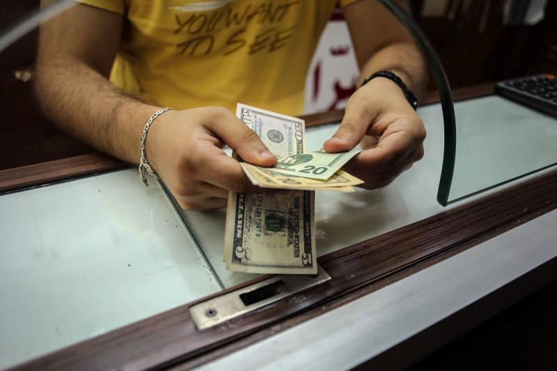 سعر الدولار تجاوز 15 ألف ليرة لبنانية اليوم الثلاثاء 16 مارس