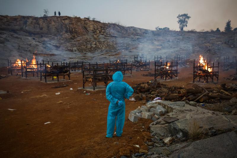 حرق جثث جماعي في مقلع للغرانيت في بنغالور بالهند