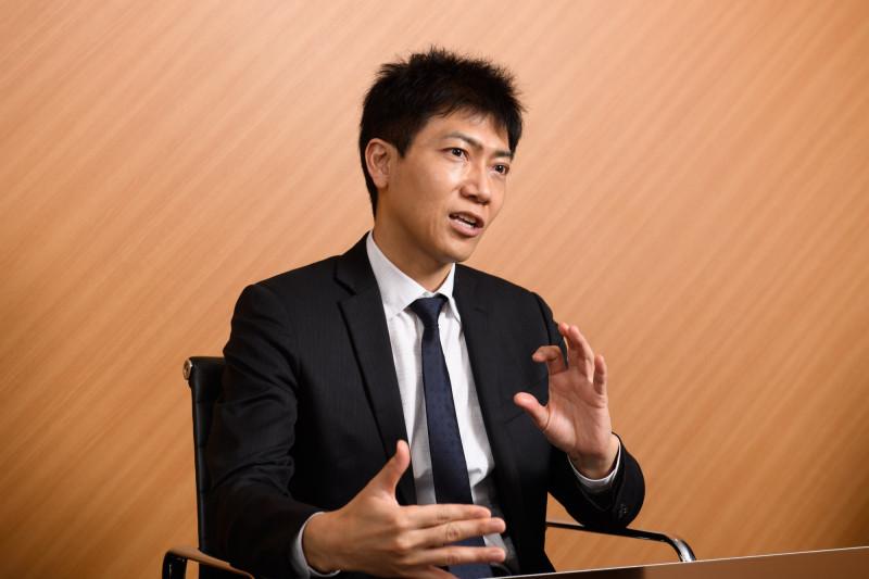 تاكانوري ناكامورا يتحدث في مقابلة أجراها بطوكيو يوم 31 مارس الماضي