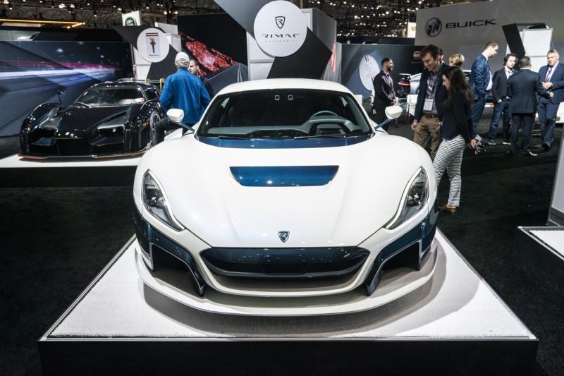 بورشة تزيد حصتها في شركة لصناعة سيارات كهربائية فائقة السرعة