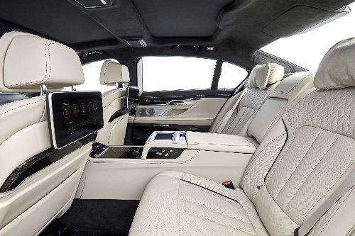 """""""بي إم دبليو إم 760 أي إكس درايف"""" (BMW M760i xDrive)"""