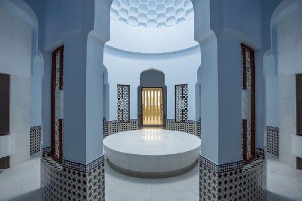 ابدأ التأمل في السبا ذي الطراز المغربي، ثم توجه إلى الصحراء من أجل السحر الحقيقي