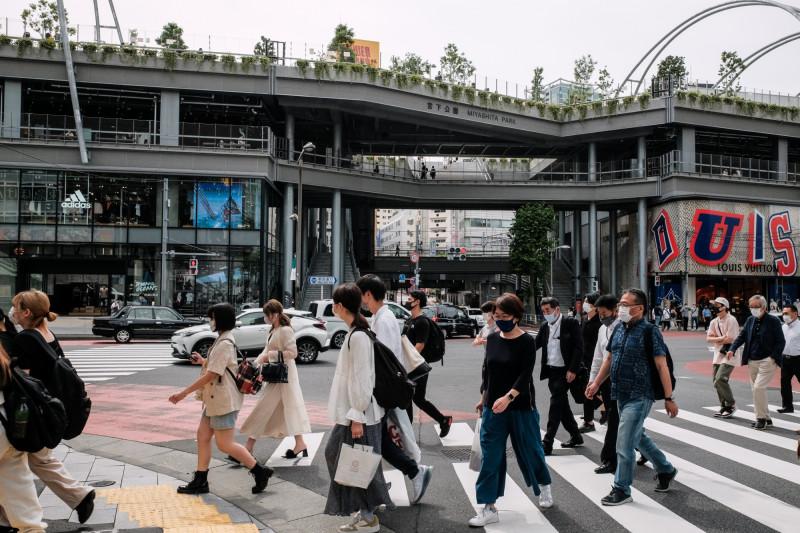 """""""مركز مياشيتا""""، ومقره شيبويا في طوكيو، هو مركز تجاري يتميز بمساحات خضراء تمتد على سقفه"""