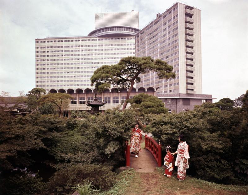 """فندق """"نيو أوتاني"""" المكون من 17 طابقاً، في طوكيو عام 1960"""