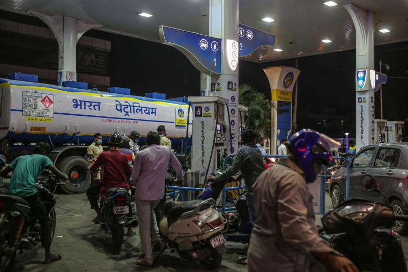 """أدى ارتفاع أسعار الوقود إلى دعوة الهند لتحالف """"أوبك+"""" لزيادة إنتاج النفط"""