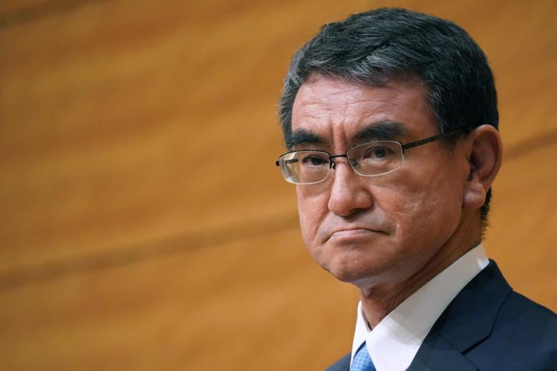 تارو كونو، وزير الإصلاح التنظيمي واللقاحات الياباني، طوكيو في 29 مارس 2021