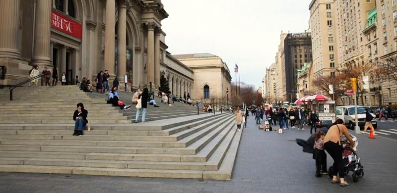 الحياة اليومية قرب متحف المتروبوليتان للفنون، نيويورك
