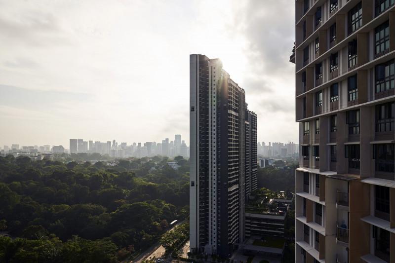 المنازل التي بنتها الحكومة في سنغافورة تشبه إلى حد ما التجمعات الحضرية ذات الدخل المنخفض في أماكن أخرى
