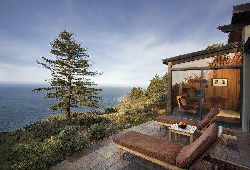 """""""أوشن هاوس"""" (Ocean House)، في فندق """"بوست رانش"""" (Post Ranch Inn)، بيغ سور، كاليفورنيا."""
