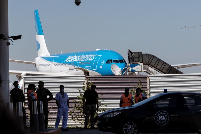 طائرة تابعة للخطوط الجوية الأرجنتينية تحمل لقاحات Sputnik V تصل إلى بوينس آيرس، الأرجنتين، في 24 ديسمبر 2020