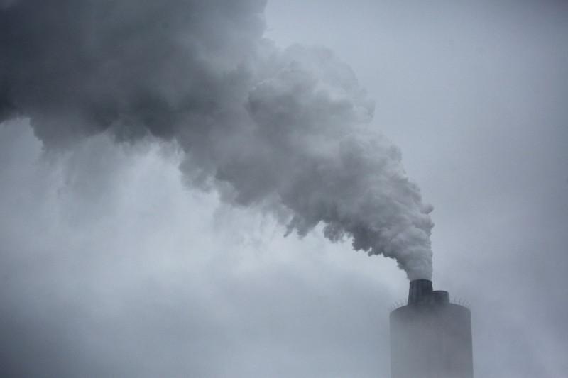 أمريكا تخطط لخفض الانبعاثات إلى النصف
