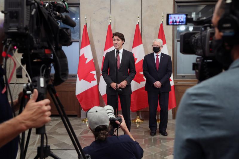 جاستن ترودو يتحدث في مؤتمر صحفي إلى جانب مارك غارنو وزير الخارجية الكندي في أوتاوا في 24 سبتمبر