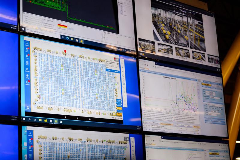 يعتمد شوبي على برامج الكمبيوتر لحل المشكلات وتحديد المكان الذي من المفترض أن تذهب إليه المنتجات.
