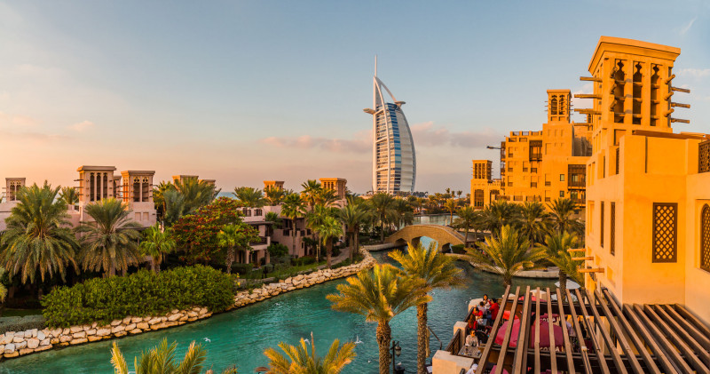 مشهد لفندق جميرا برج العرب الشهير