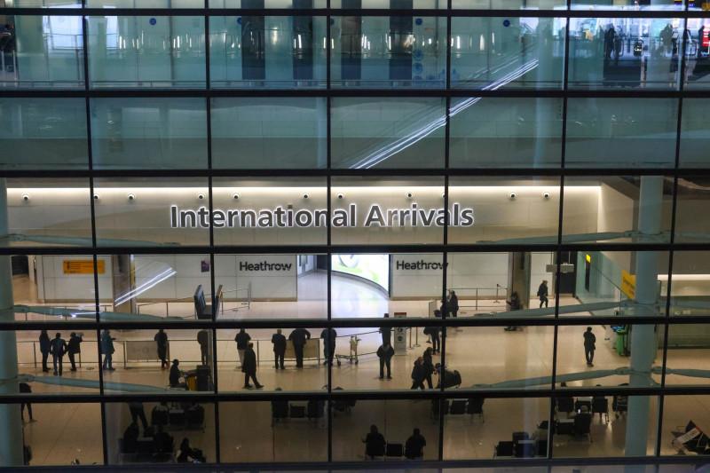 قاعة السفر الدولي في مطار هيثرو في لندن