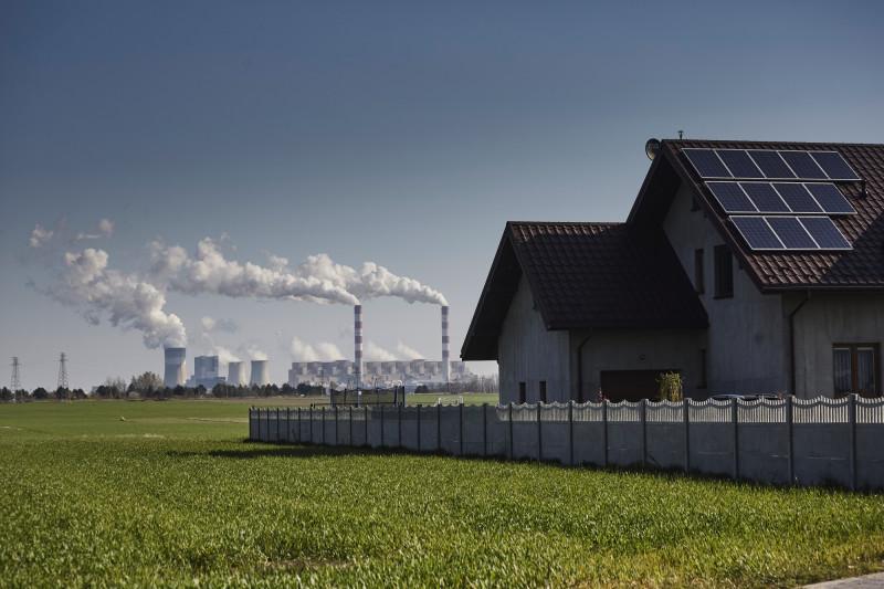 حتى مع تزايد استخدام الطاقة الشمسية وطاقة الرياح، مازالت أوروبا تعتمد على الوقود الأحفوري كمصدر احتياطي للوقود