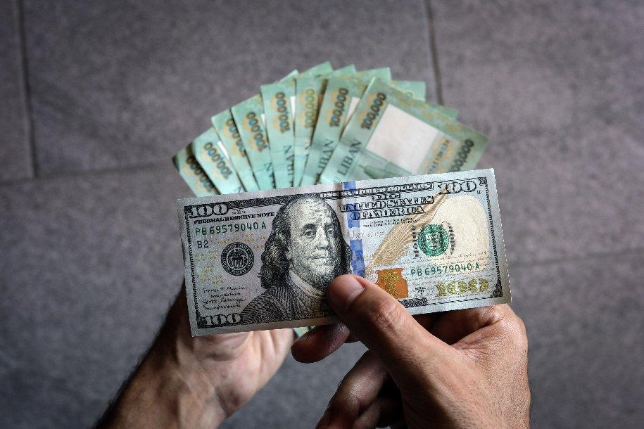 الليرة اللبنانية أمام الدولار.. سعر الصرف الرسمي 1500 في حين وصل إلى 12000 في السوق السوداء