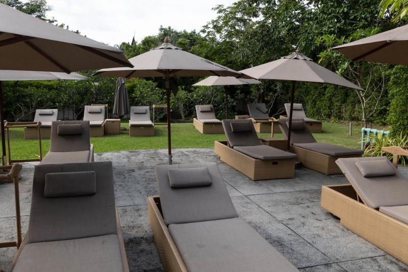 """حديقة فندق """"بانيان تري"""" في جزيرة بوكيت، تايلاند، خالية من الزوار، كما بدت يوم الأحد في 27 يونيو 2021"""