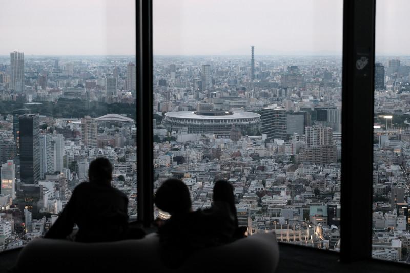 الملعب الأولمبي الجديد في طوكيو، صممه المعماري الياباني كينغو كوما. وسيستضيف الملعب افتتاح وختام ألعاب طوكيو 2020