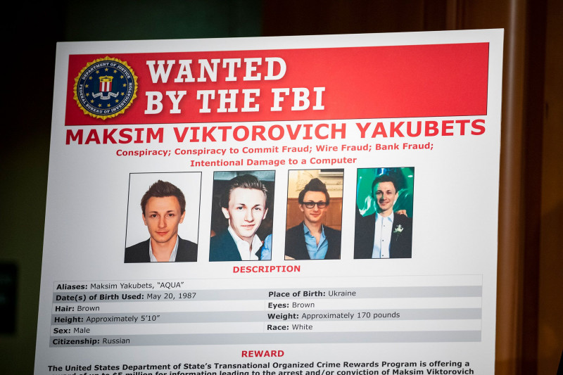 """ملصق يُظهِر صور المطلوبين من مكتب التحقيقات الفيدرالي """"إف بي آي""""، ومن بينهم ماكسيم ياكوبيتس."""