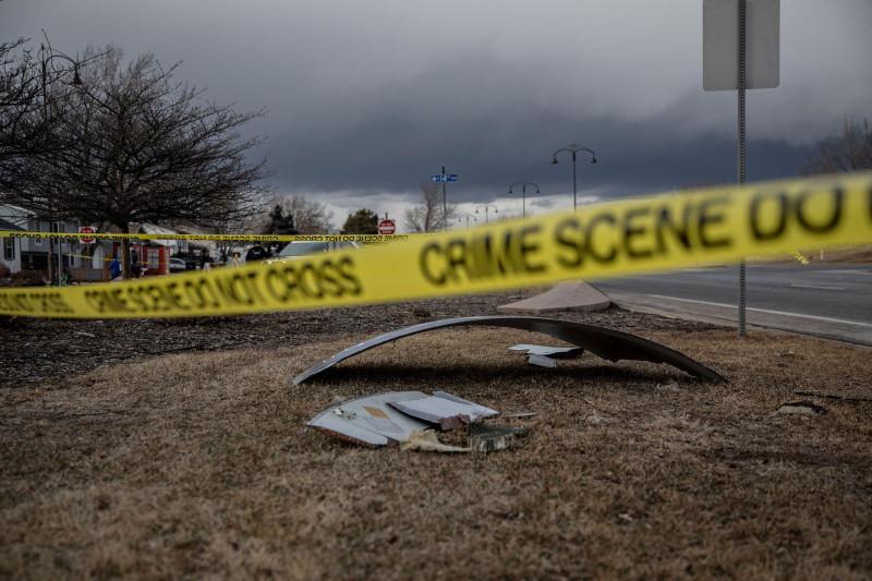 حطام محرك طائرة يونايتد ايرلايز سقط في منطقة برومفيلد خارج مدينة دينفر. ولاية كولورادو الأمريكية. 20 فبراير 2021