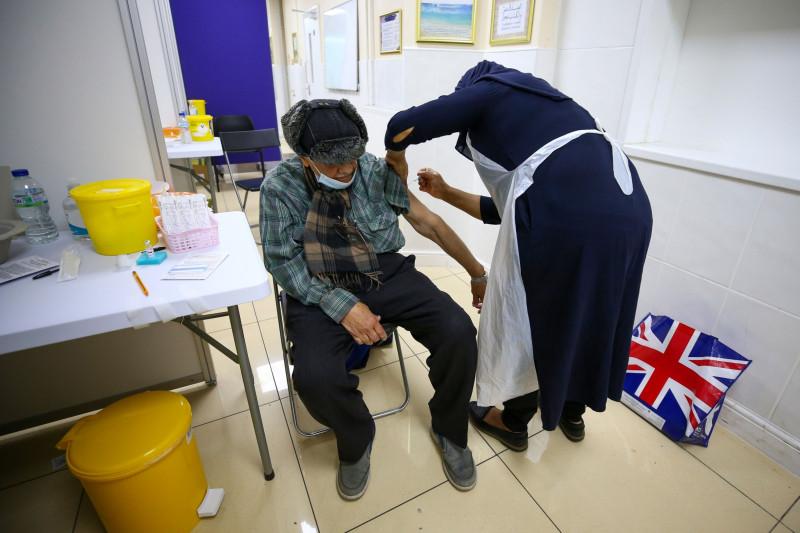 جدل بشأن موقف اللقاح في بريطانيا