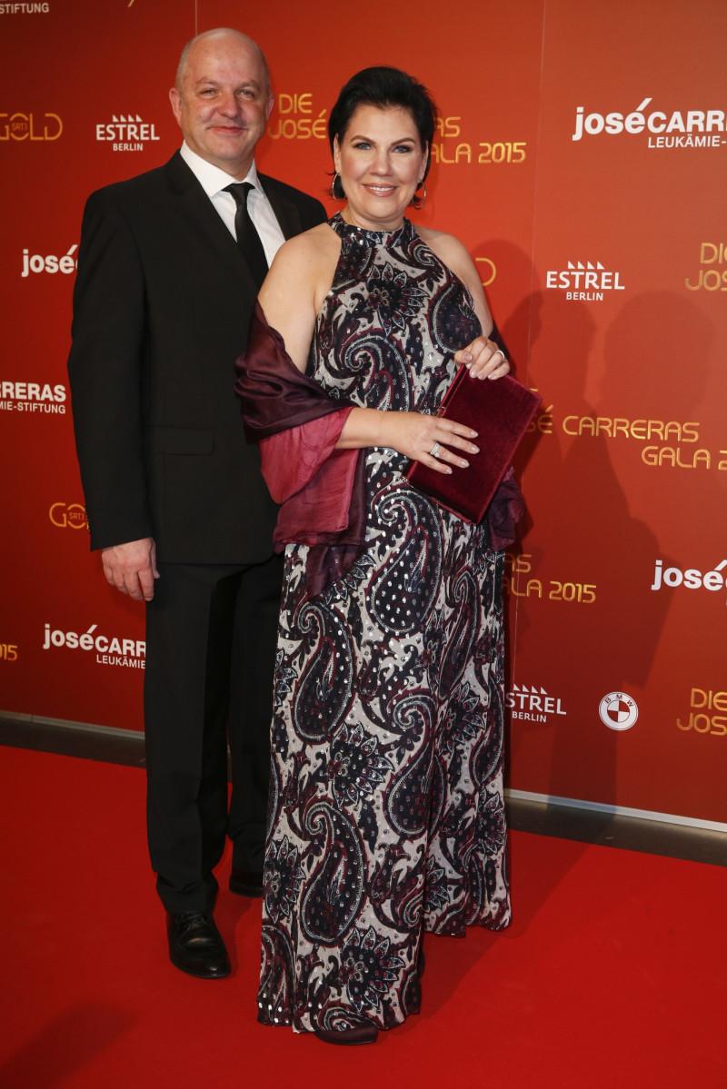 تشارلز سميثرست وزوجته مانو لينز في عام 2015