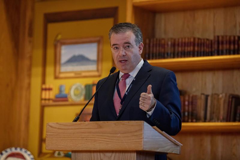 أليخاندرو دياز دي ليون، محافظ البنك المركزي المكسيكي