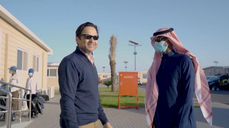 جون باغانو الرئيس التنفيذي لشركة البحر الأحمر للتطوير ومحمد البيشي مدير تحرير اقتصاد الشرق مع بلومبرغ في الرياض