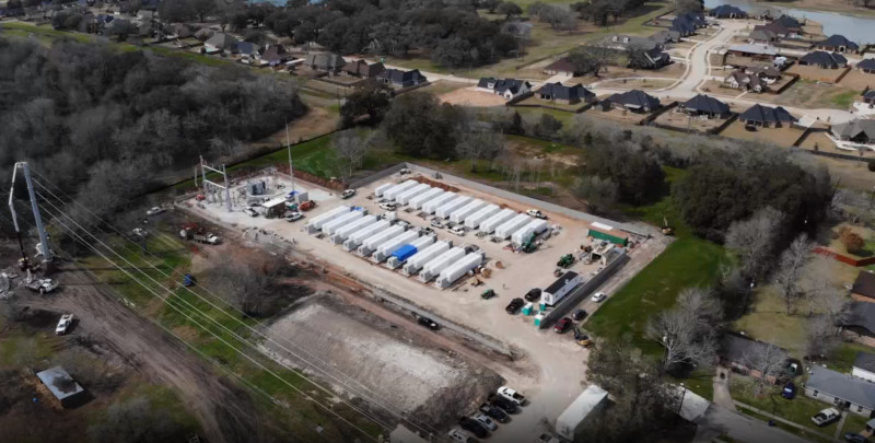 """منشأة لتخزين الطاقة تابعة لشركة """"غامبيت انرجي"""" إحدى شركات تسلا قيد الإنشاء في انجلتون تكساس، الولايات المتحدة، يوم الاثنين 8 مارس 2021."""