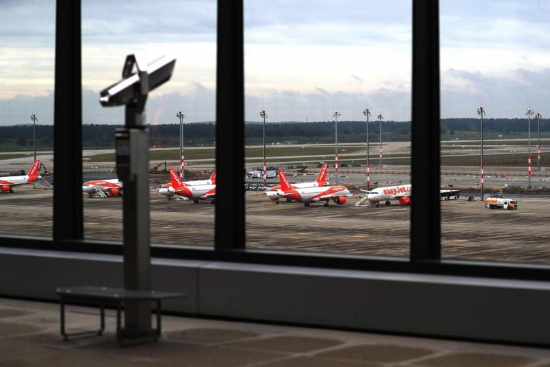 """طائرات تابعة لشركة """"إيزي جيت"""" في مطار برلين براندنبورغ"""
