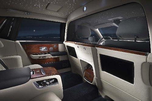 """المقعد الخلفي لسيارة """"رولز رويس فانتوم ذات قاعدة العجلات الممتدة"""""""