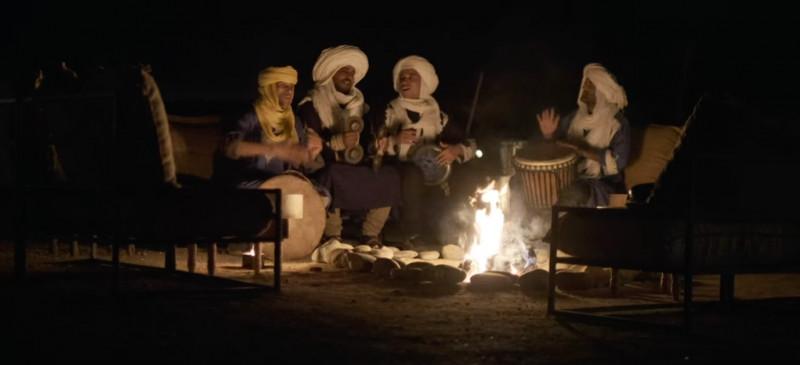 """عزف الموسيقى التراثية في مخيم """"إنارة"""" تحت سماء الصحراء"""