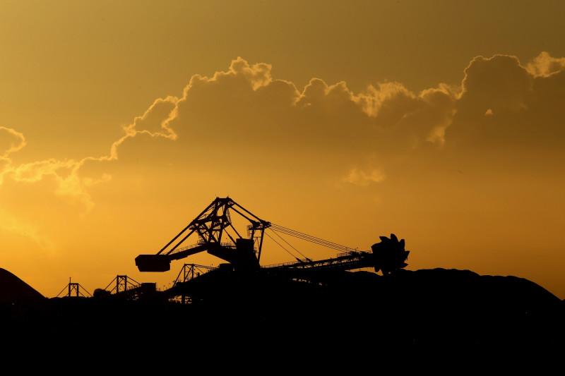 تم تقليل استخدام الفحم بشكل كبير، واستبداله في كثير من الحالات بالغاز الأنظف احتراقاً