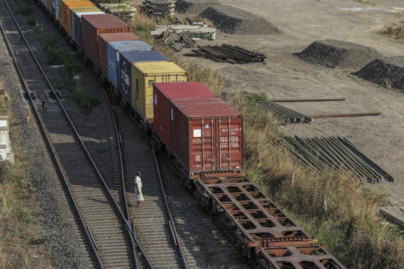 نقل الحاويات الفارغة عبر خطوط السكك الحديدية في الهند