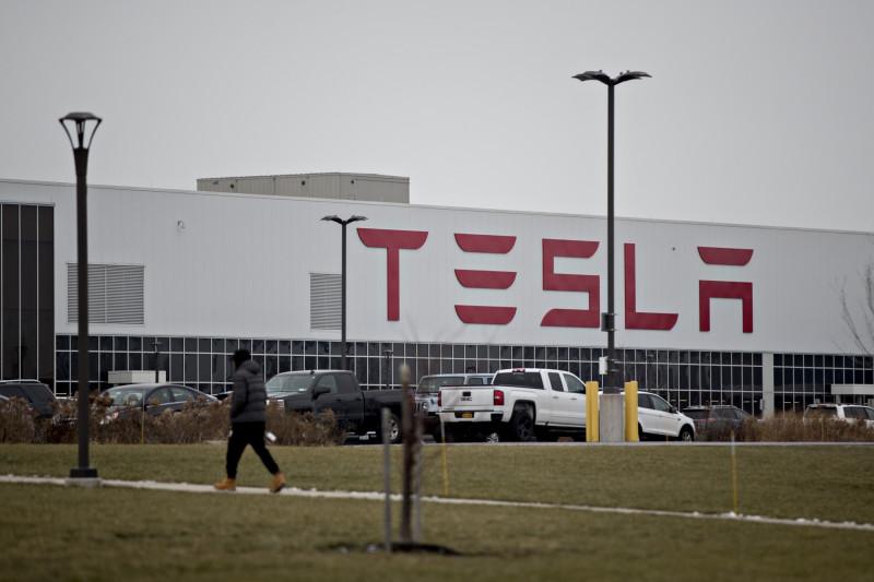 """مصنع شركة  """"تسلا"""" في بافلو بنيويورك في الولايات المتحدة، حيث تتم صناعة الأسقف الشمسية"""