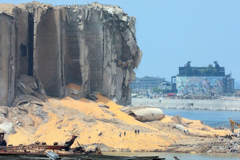 صوامع القمح التي تضررت بشكل كبير جرّاء الانفجار في مرفأ بيروت