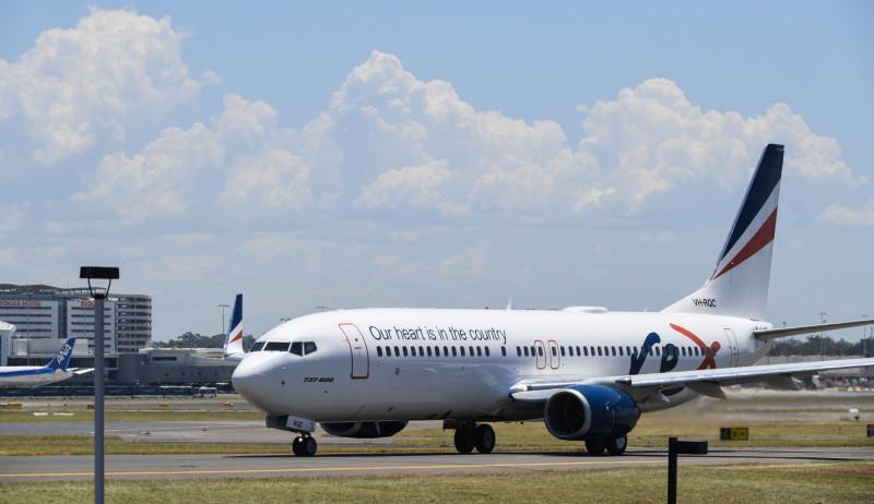 طائرة من طراز بوينج 737-800 تابعة لشركة طيران ريكس في مطار كينغزفورد سميث في سيدني في 22 يناير