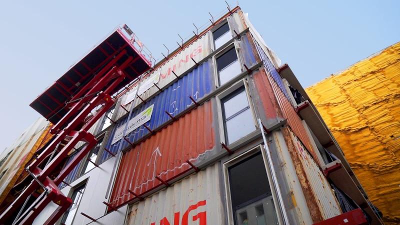 استخدام الحاويات المعاد تدويرها في بناء بيوت بأسعار رخيصة في إسبانيا