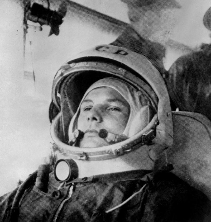 يوري غاغارين أول رجل يصل إلى الفضاء