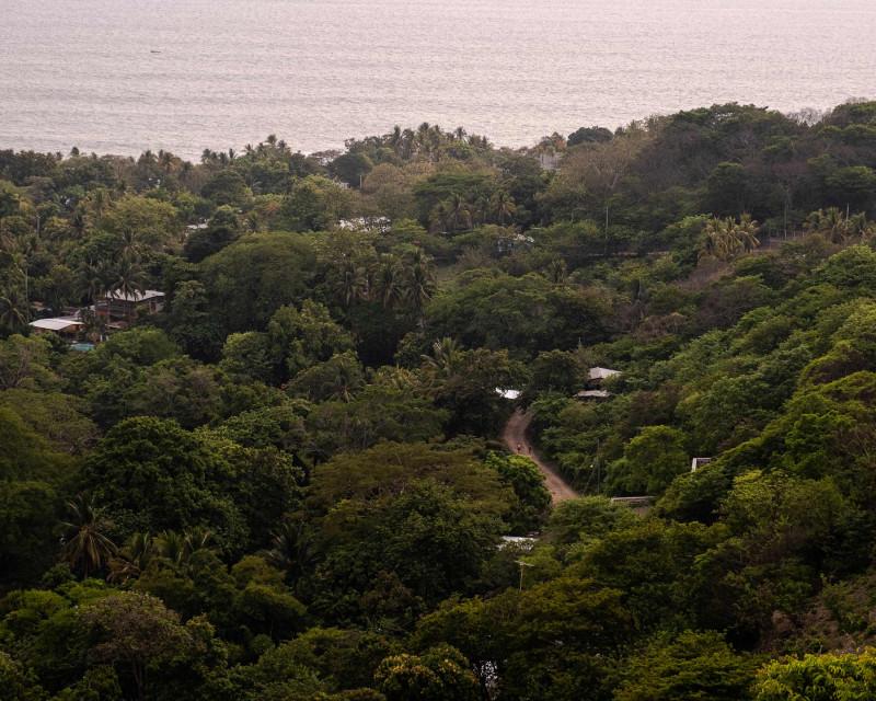 """بلدة """"إل زونتي عند الفجر، السلفادور"""