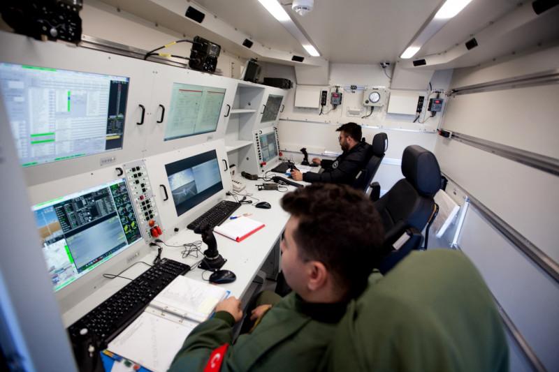 """غرفة تحكم بطائرات بدون طيار.. لعبت """"الدرون"""" التركية دوراً مفصلياً بحربي ليبيا وأذربيجان مع أرمينيا"""