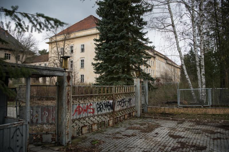 """ما يسمى بـ""""البيت الأبيض"""" وهو جزء من المقر السابق للجيش الروسي في زوسين الألمانية"""