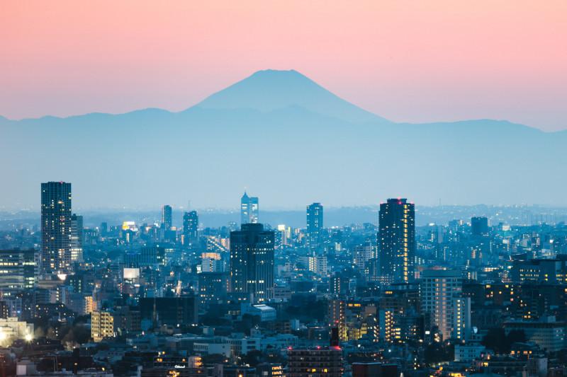جبل فوجي وطوكيو عند غروب الشمس