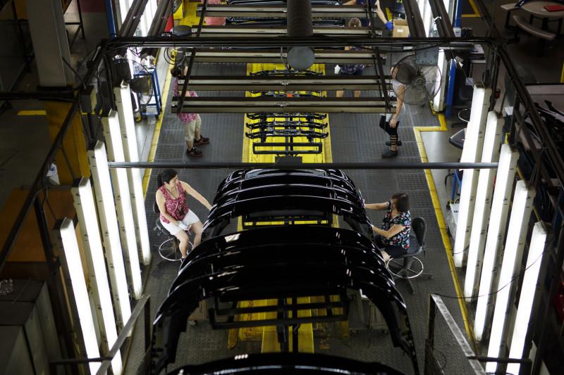 """منشأة لصناعة السيارات تابعة لشركة """"ماغنا إنترناشيونال"""" في ولاية أونتاريو الكندية. تعاونت """"ماغنا"""" مع """"آبل"""". وأجرت الشركتان محادثات لتصنيع سيارة """"آبل"""" عندما انطلقت الأخيرة لأول مرة في هذا المسار منذ حوالي خمس سنوات."""