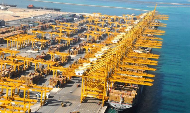 ميناء جبل علي في دبي
