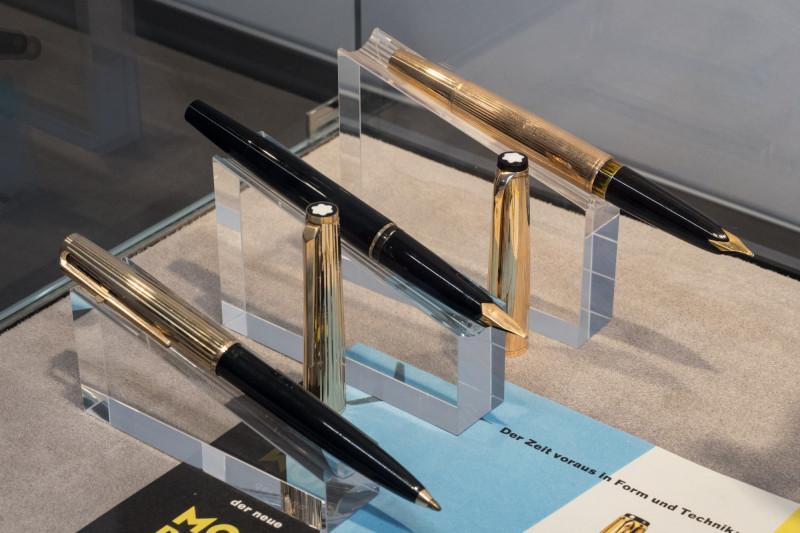 """التحول من الحبر السائل إلى الجاف في أقلام """"مونتبلانك""""، معروضة في """"مونتبلانك هاوس"""" في هامبورغ، ألمانيا"""