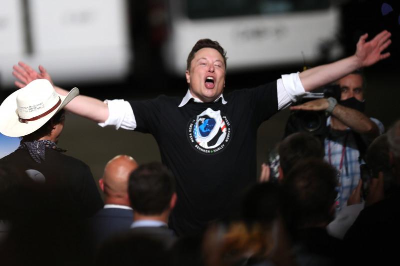 """إيلون ماسك في مايو الماضي بعد إطلاق صاروخ """"فالكون 9"""""""