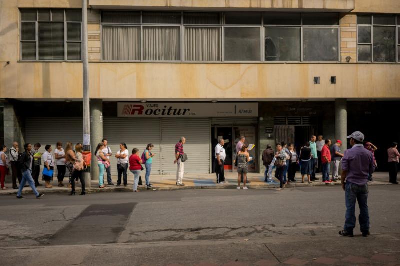 طابور للحصول على إعانة البطالة في ولاية كولمبيا الأمريكية